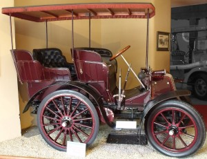"The first Royal car 6 hp 2-cylinders 1527 cc fitted with a ""mail phaeton"" body purchased by the Prince of Wales in 1900"